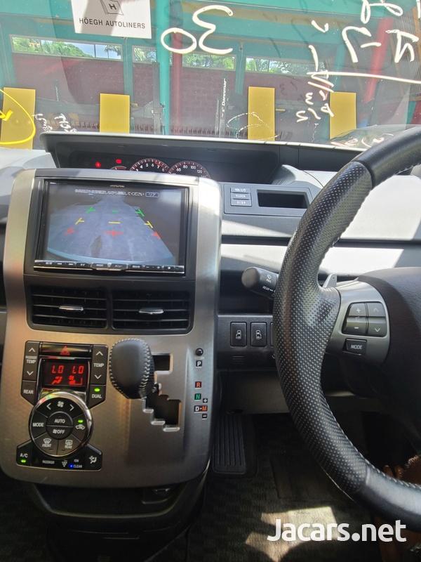 Toyota Voxy 2,0L 2013-8