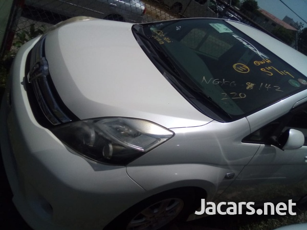 Toyota Isis 2,0L 2013-3