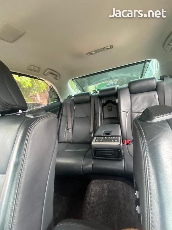 Toyota Crown 4,6L 2012-6