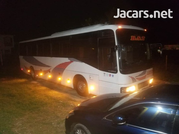 2005 Issu Gala Bus-3