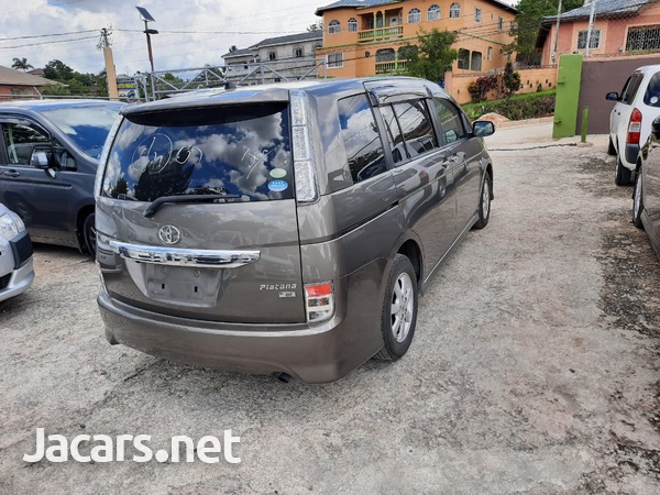Toyota Isis 1,8L 2012-4