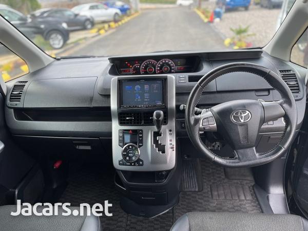 Toyota Voxy 2,0L 2013-7