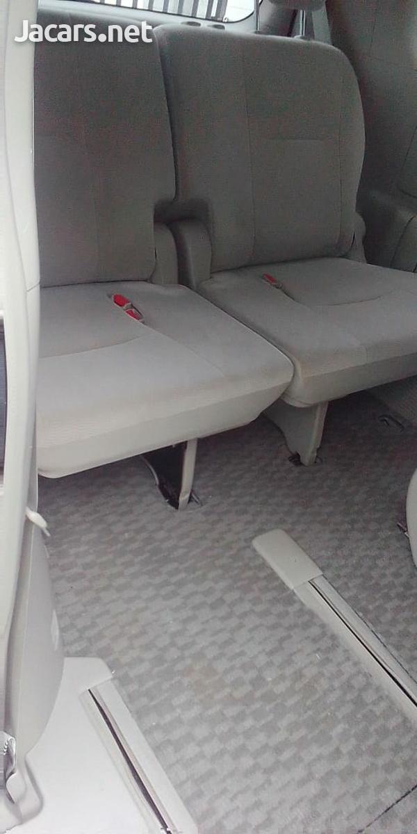 Toyota Noah 2,0L 2014-4