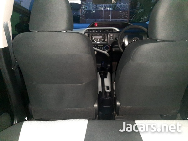 Toyota Aqua 1,5L 2014-8