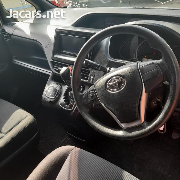 Toyota Noah 2,0L 2016-5