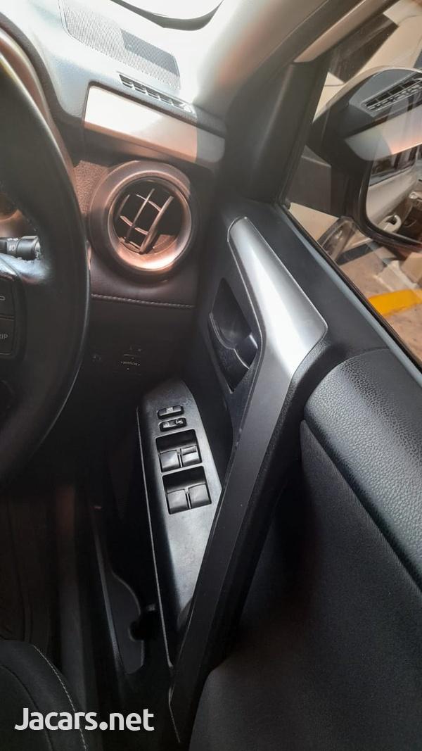 Toyota RAV4 2,5L 2016-4