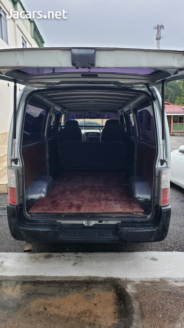 2005 Nissan Caravan-5