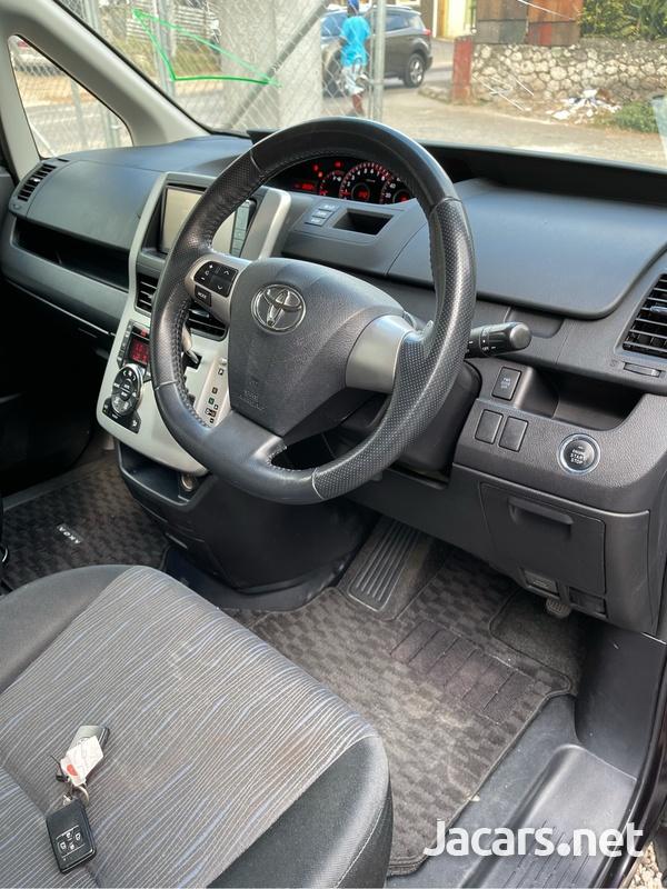Toyota Voxy 1,2L 2011-6