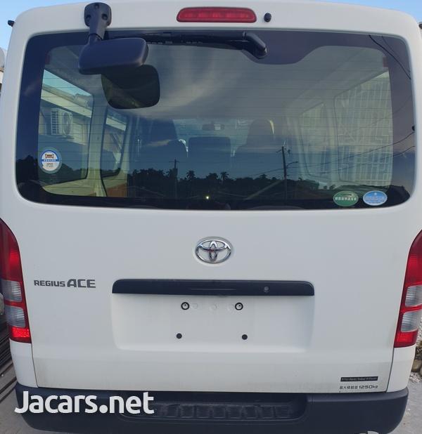 Toyota Hiace 2,5L 2015-4