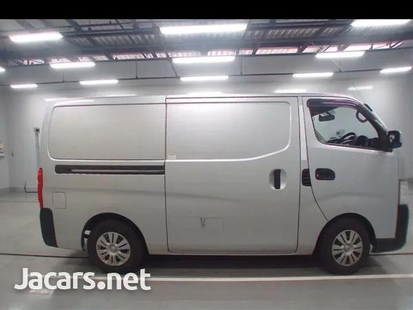 2015 Nissan Caravan freezer-6