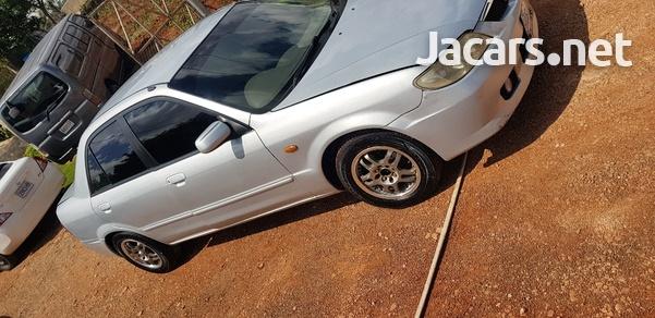 Mazda Familia 1,5L 2002-5