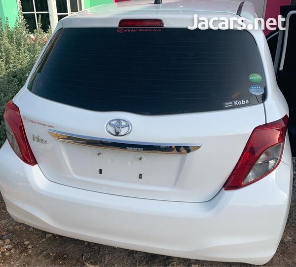 Toyota Vitz 1,0L 2013-5