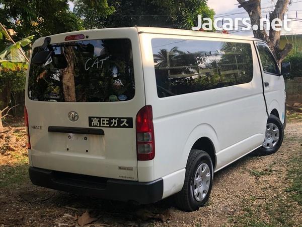 Toyota Hiace 2014-4