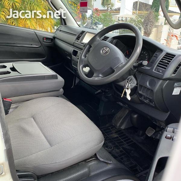 2016 Toyota Hiace Bus/ DIESEL-8