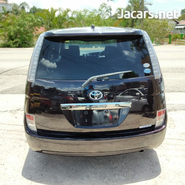 Toyota Isis 1,9L 2014-3