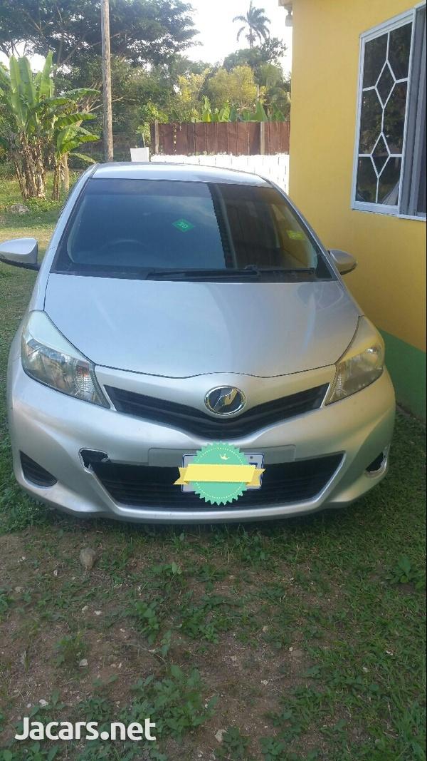 Toyota Vitz 1,3L 2013-1