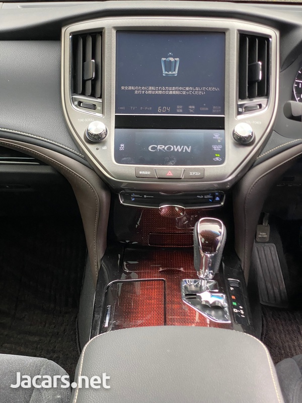 Toyota Crown 2,5L 2016-6