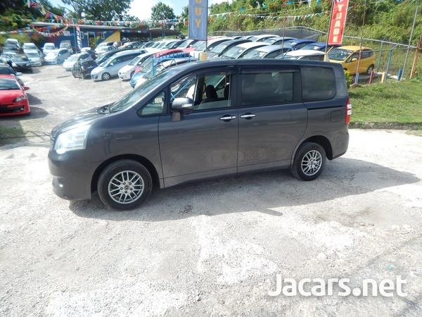 Toyota Noah 2,0L 2012-9