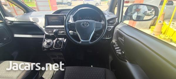 Toyota Noah 2,0L 2019-4