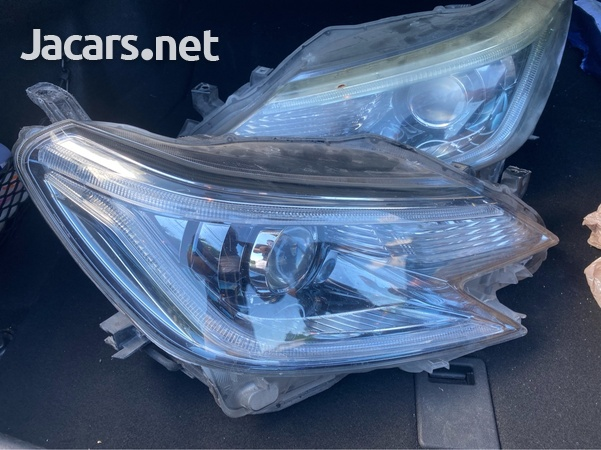 Toyota Mark X Head Light-2