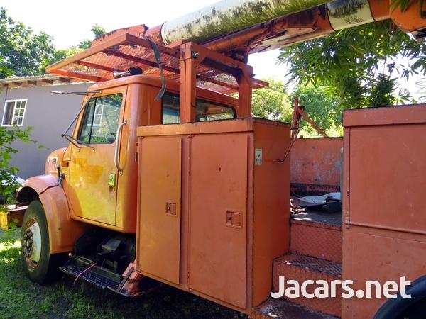 International 4700 Truck BODY ONLY-1