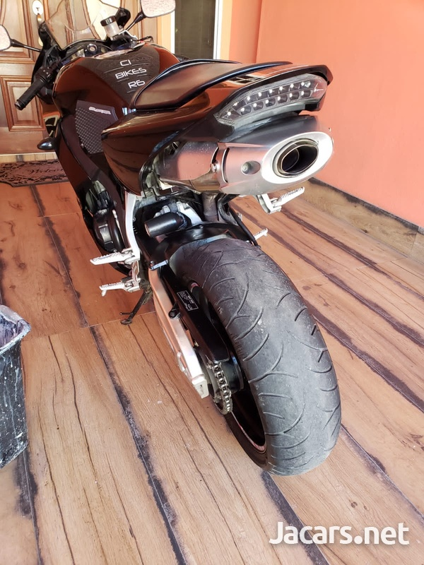 2015 Honda 600cc Bike-6