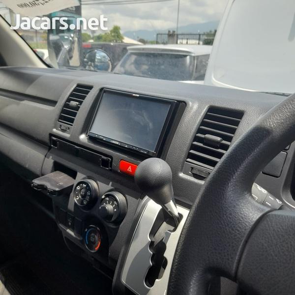 Toyota Hiace 3,0L 2015-4