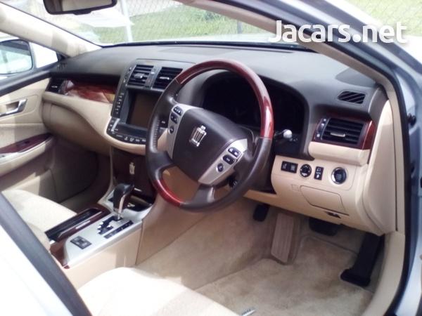 Toyota Crown 3,0L 2010-8
