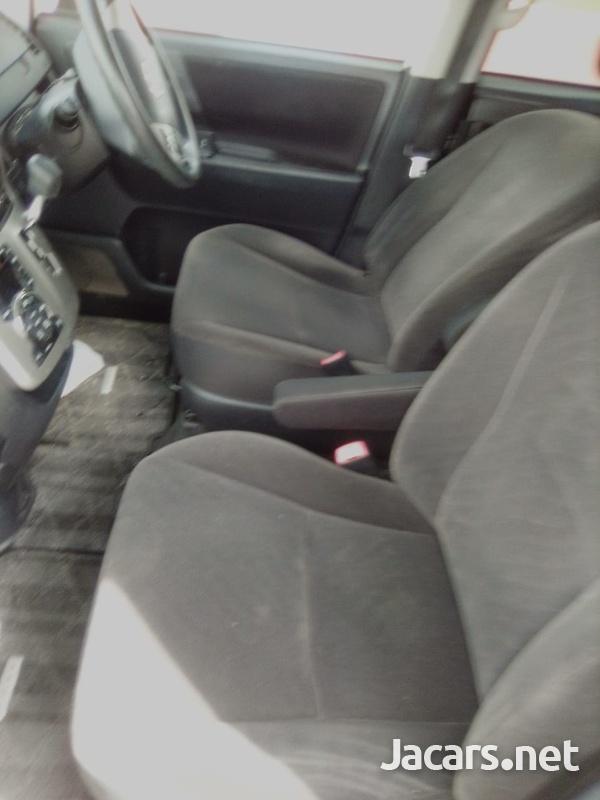 Toyota Voxy 1,8L 2011-8