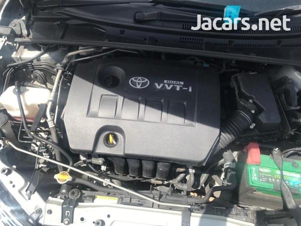 Toyota Corolla Altis 1,5L 2014-6