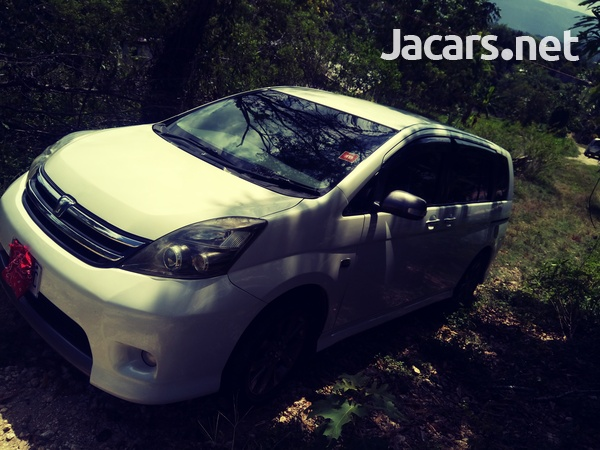 Toyota Isis 2,0L 2009-6
