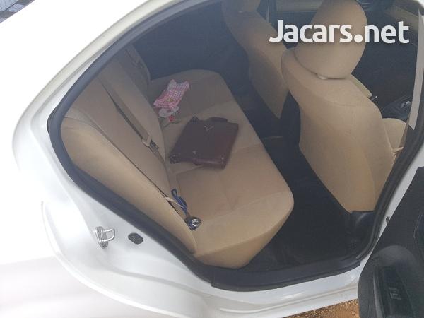 Toyota Axio 1,6L 2013-6