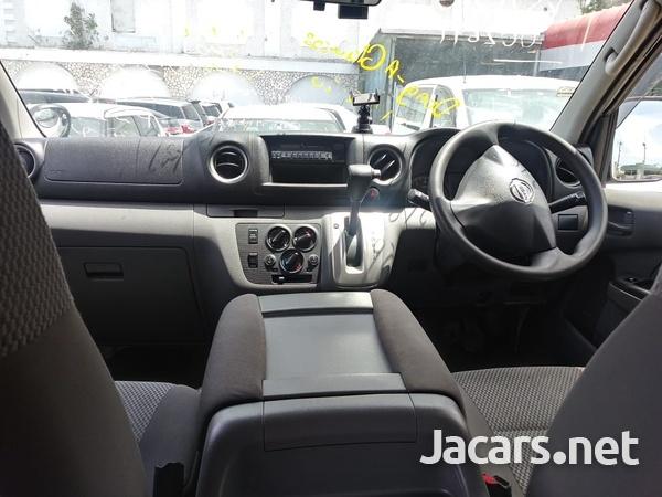 Nissan Caravan 2,3L 2015-7