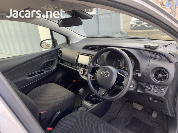Toyota Vitz 1,0L 2018-3