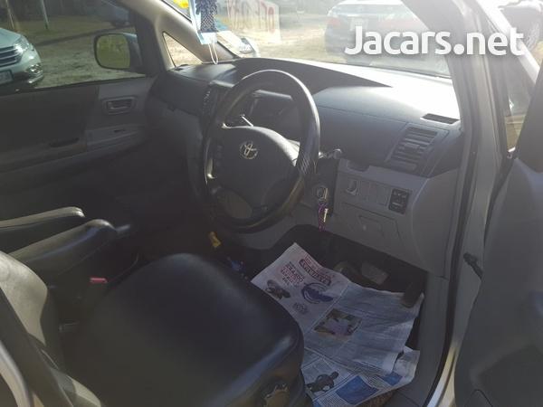 Toyota Voxy 2,0L 2006-4