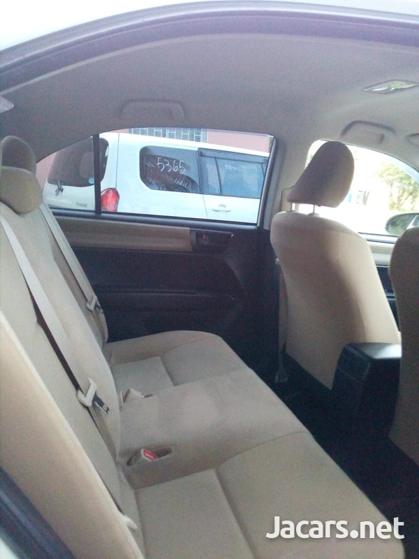 Toyota Axio 1,3L 2014-7