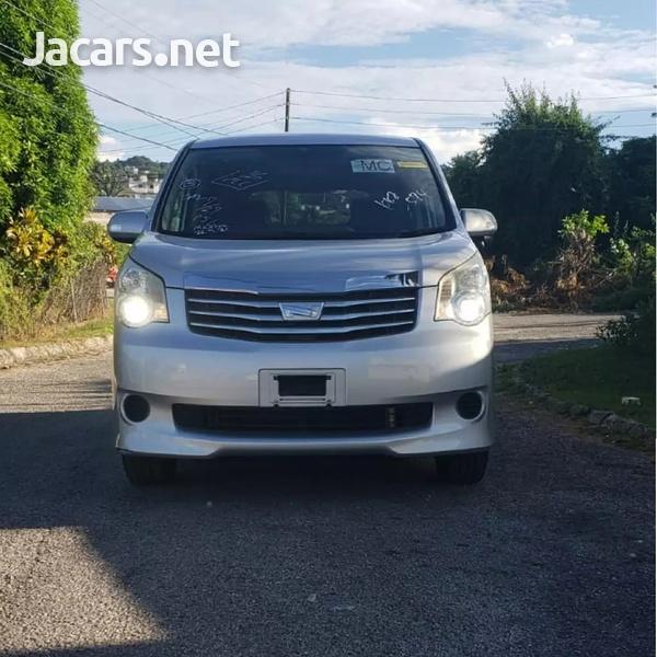 Toyota Noah 1,8L 2012-1