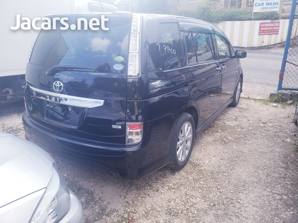 Toyota Isis 2,0L 2012-9