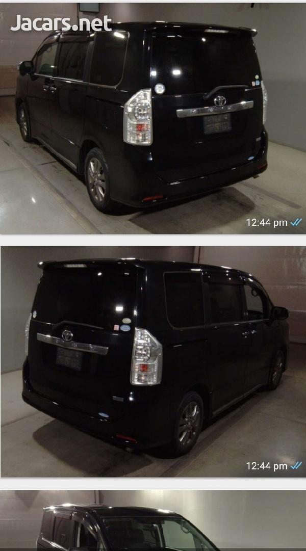 Toyota Voxy 1,8L 2012-1