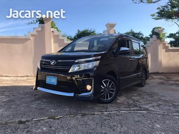 Toyota Voxy 2,0L 2016-8