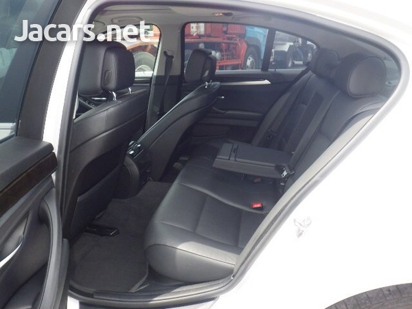 BMW 5-Series 2,5L 2012-8