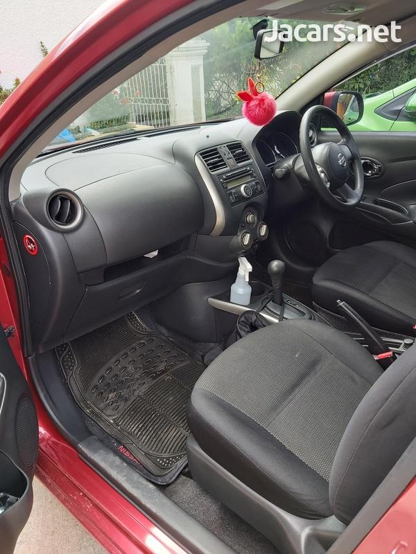 Nissan Versa 1,5L 2013-6