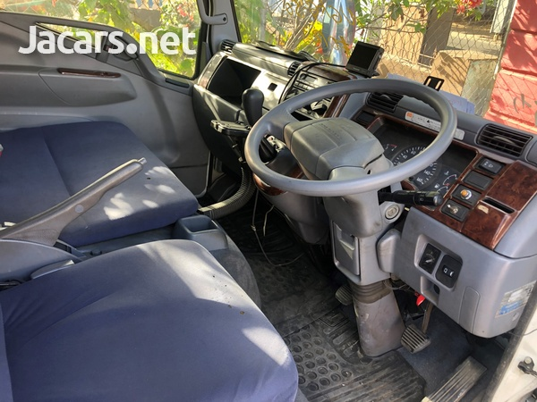 2010 Mitsubishi Fuso Canter Truck-8