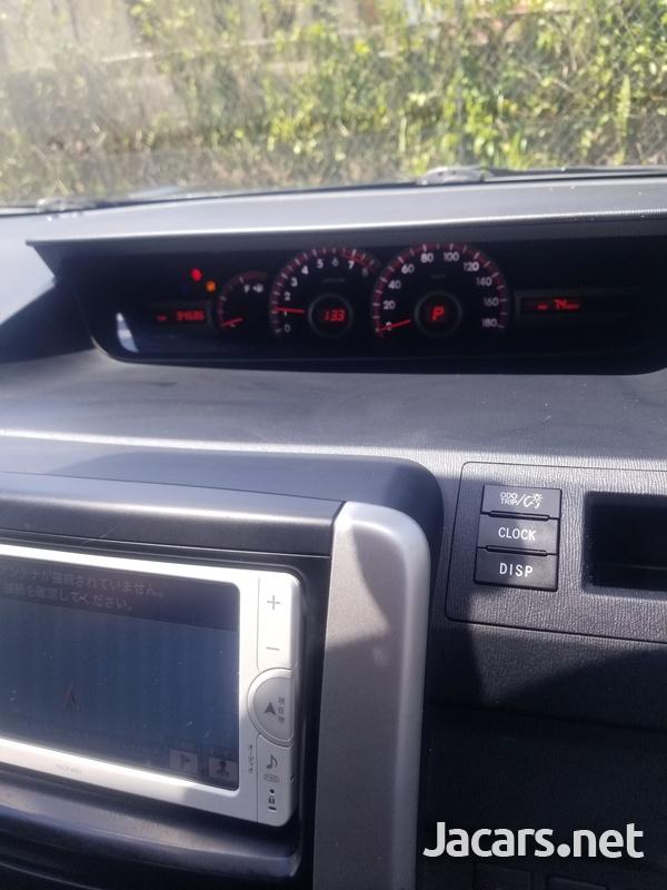Toyota Voxy 2,0L 2011-7