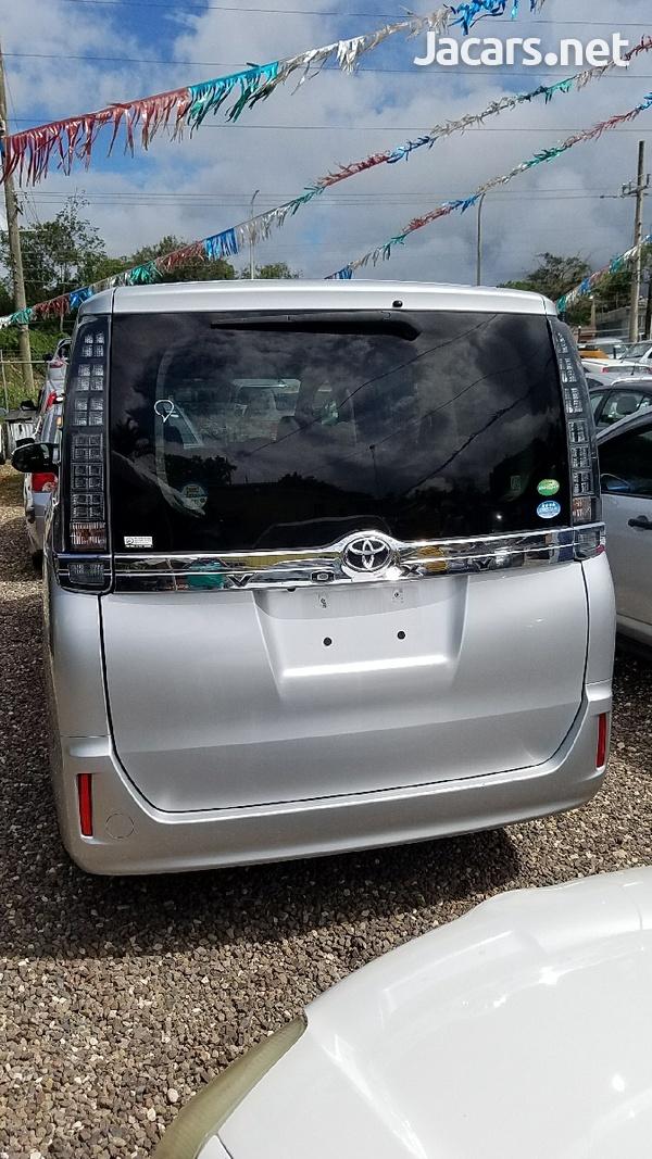 Toyota Voxy 1,8L 2014-8