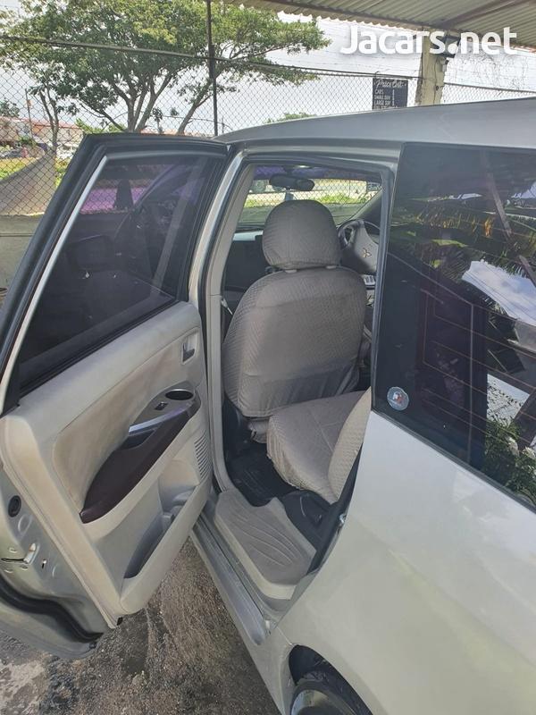 Mitsubishi Grandis 2,4L 2003-3