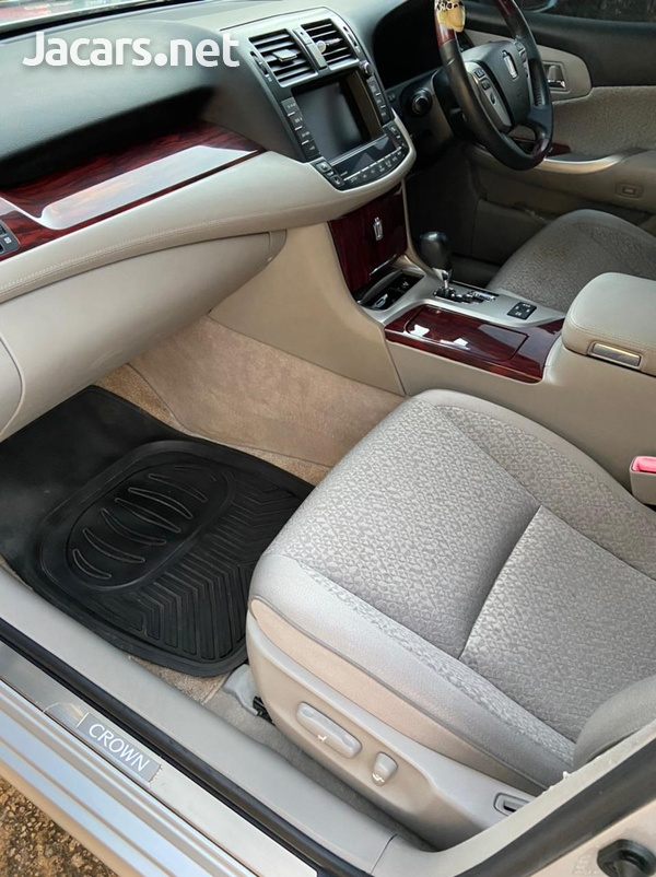 Toyota Crown 2,5L 2012-5