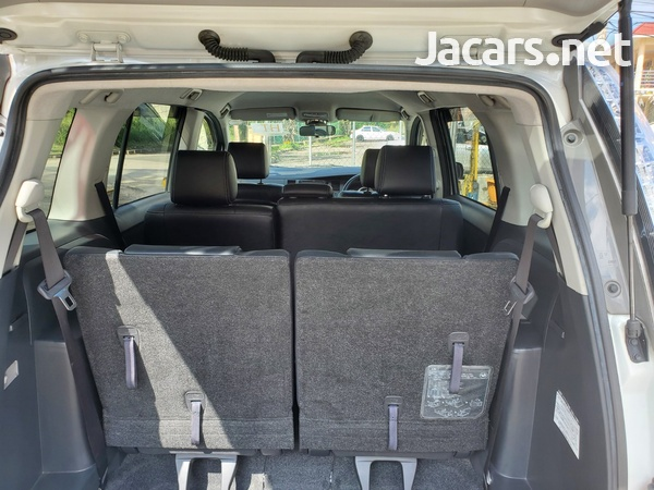 Toyota Isis 1,8L 2012-8
