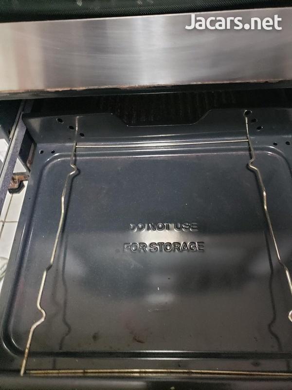 4 burner frigidaire stove.-3