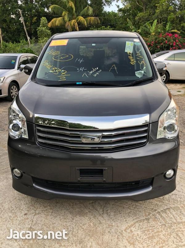 Toyota Noah 2,0L 2011-1